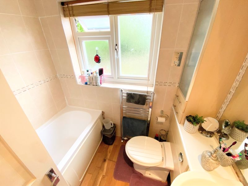 3 bedroom Semi-Detached  to buy in Tylers Mead, Luton - Photo 2