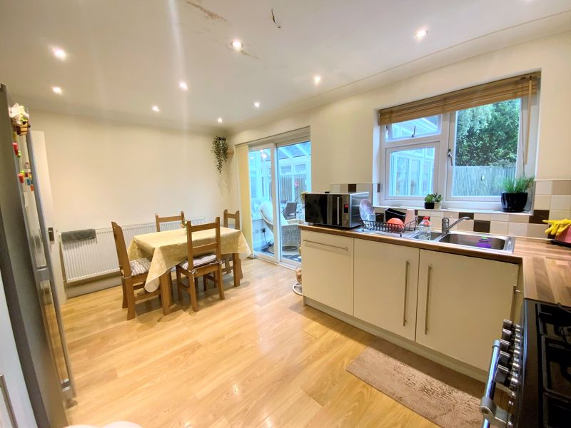3 bedroom Semi-Detached  to buy in Tylers Mead, Luton - Photo 7
