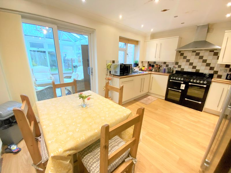3 bedroom Semi-Detached  to buy in Tylers Mead, Luton - Photo 8