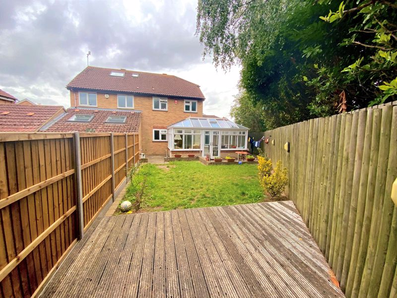 3 bedroom Semi-Detached  to buy in Tylers Mead, Luton - Photo 12