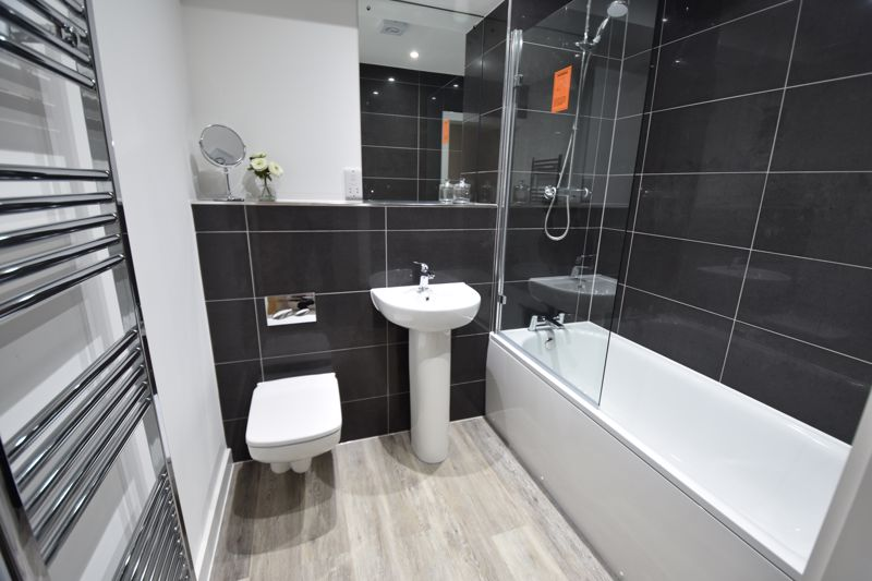 2 bedroom  to buy in Ridgway Road, Luton - Photo 6