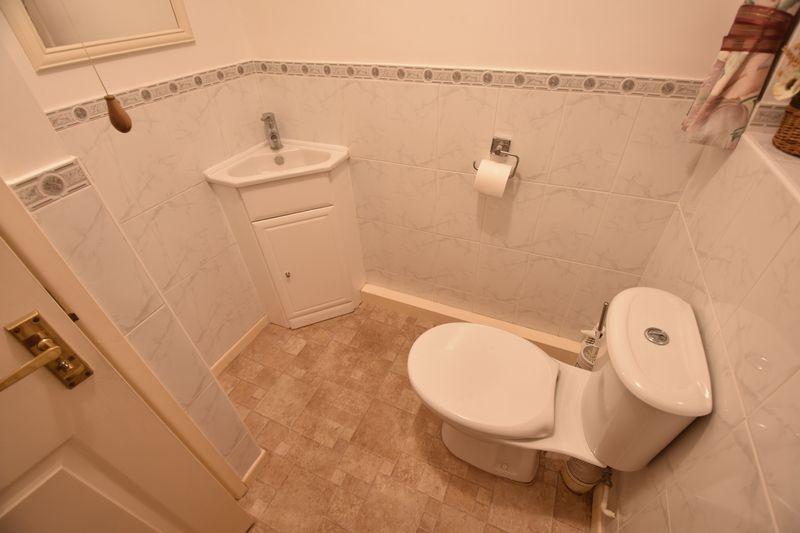 4 bedroom Detached  to buy in Kilmarnock Drive, Luton - Photo 7