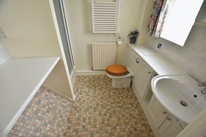 4 bedroom Detached  to buy in Kilmarnock Drive, Luton - Photo 9