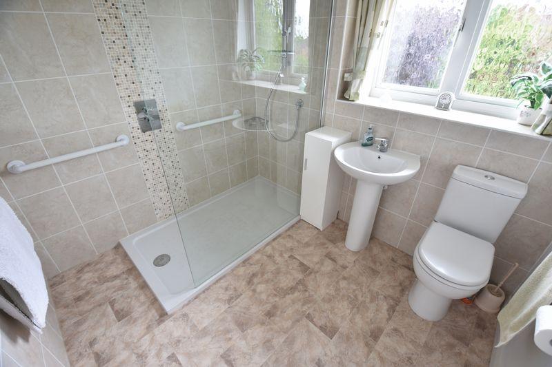 4 bedroom Detached  to buy in Kilmarnock Drive, Luton - Photo 13