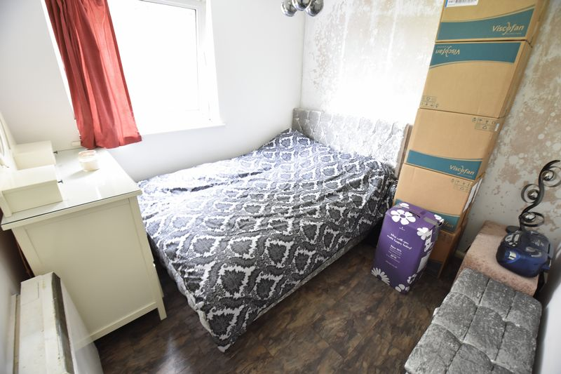 2 bedroom Flat to buy in Downs Road, Luton - Photo 6