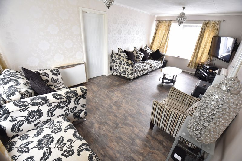 2 bedroom Flat to buy in Downs Road, Luton - Photo 8