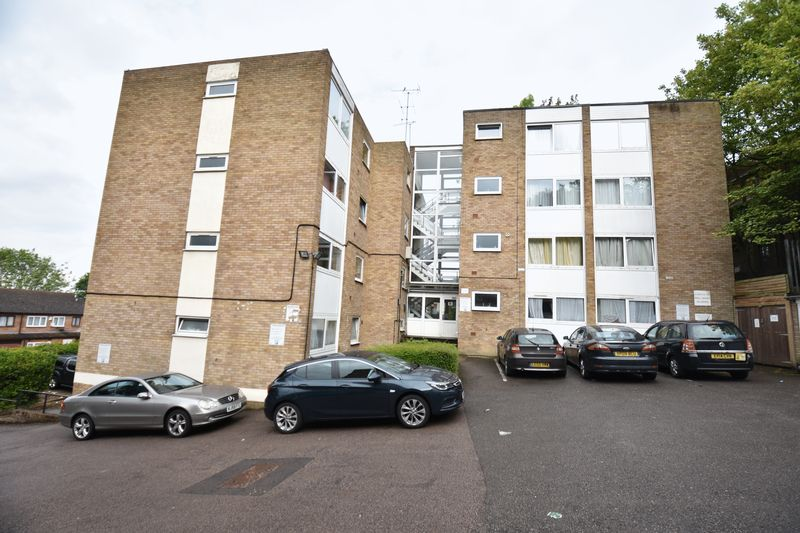 2 bedroom Flat to buy in Downs Road, Luton - Photo 1