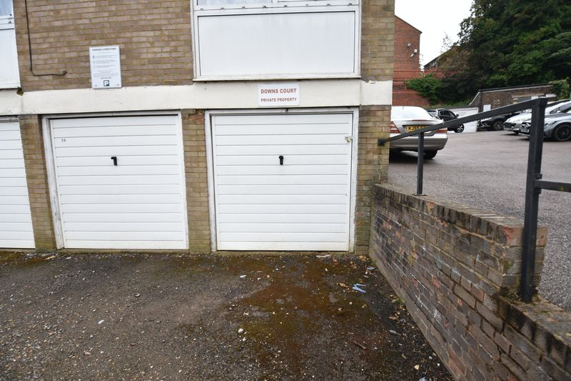 2 bedroom Flat to buy in Downs Road, Luton - Photo 10