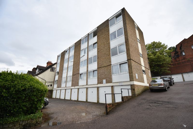 2 bedroom Flat to buy in Downs Road, Luton