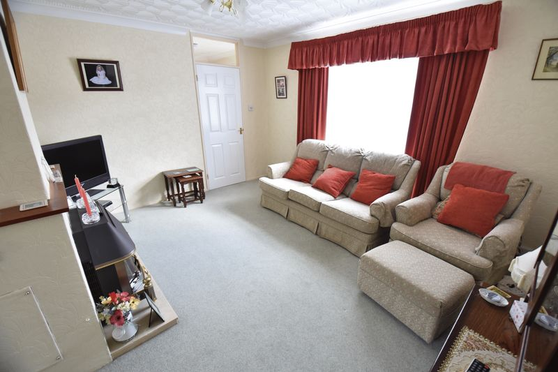 3 bedroom Semi-Detached  to buy in Williton Road, Luton - Photo 3