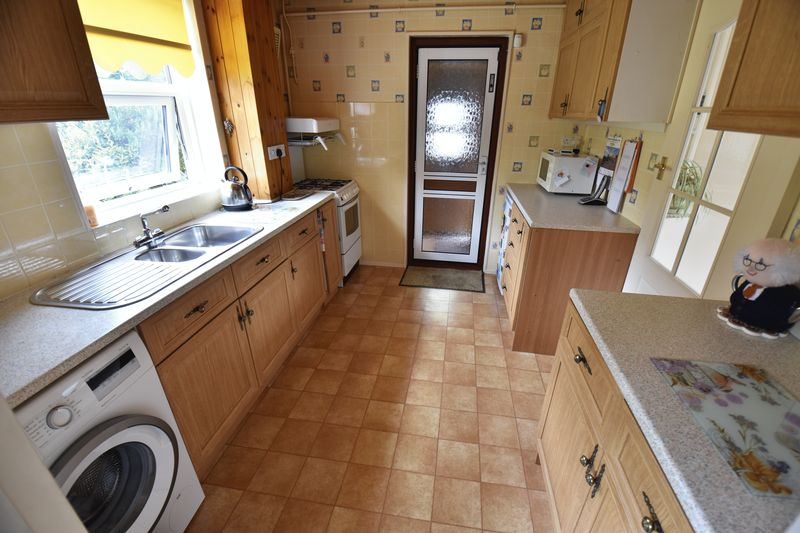 3 bedroom Semi-Detached  to buy in Williton Road, Luton - Photo 5