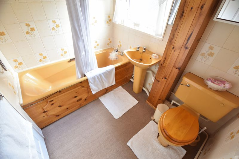 3 bedroom Semi-Detached  to buy in Williton Road, Luton - Photo 11