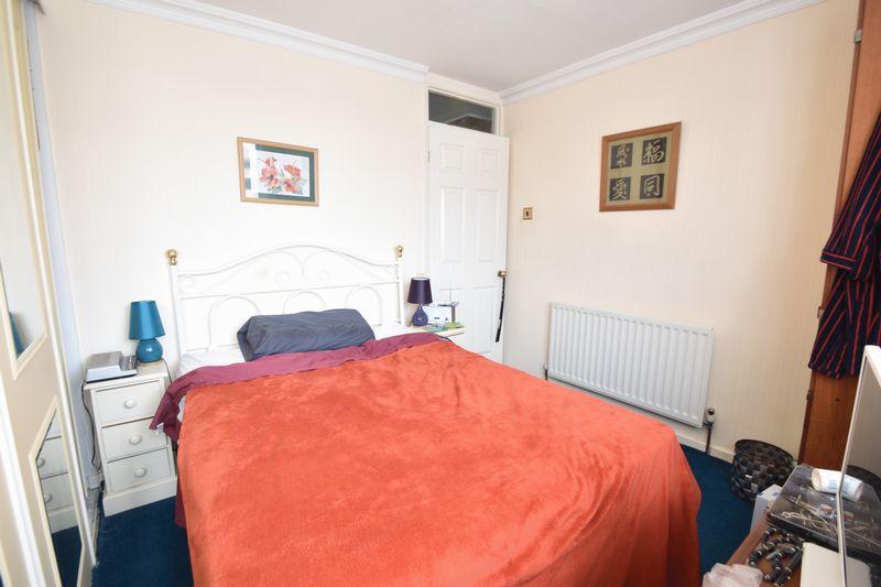 3 bedroom Mid Terrace to buy in Kestrel Way, Luton - Photo 2