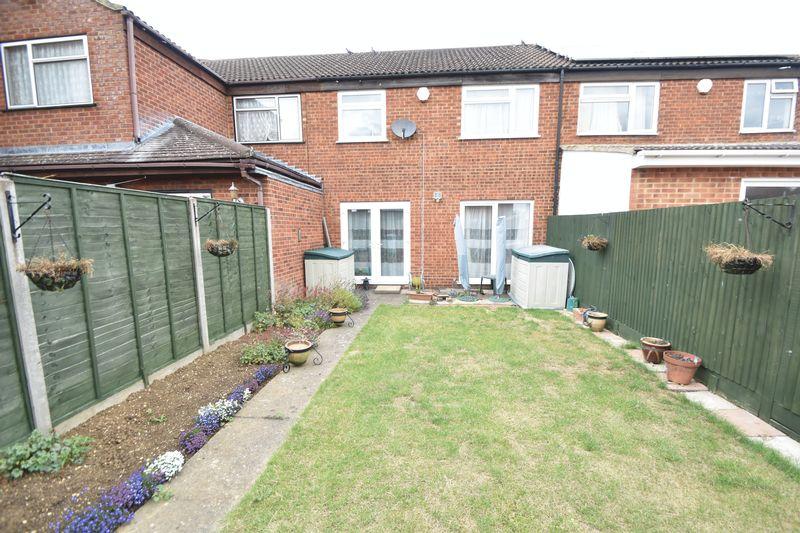 3 bedroom Mid Terrace to buy in Kestrel Way, Luton - Photo 12