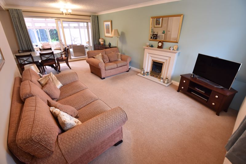 4 bedroom Detached  to buy in Boxgrove Close, Luton - Photo 2