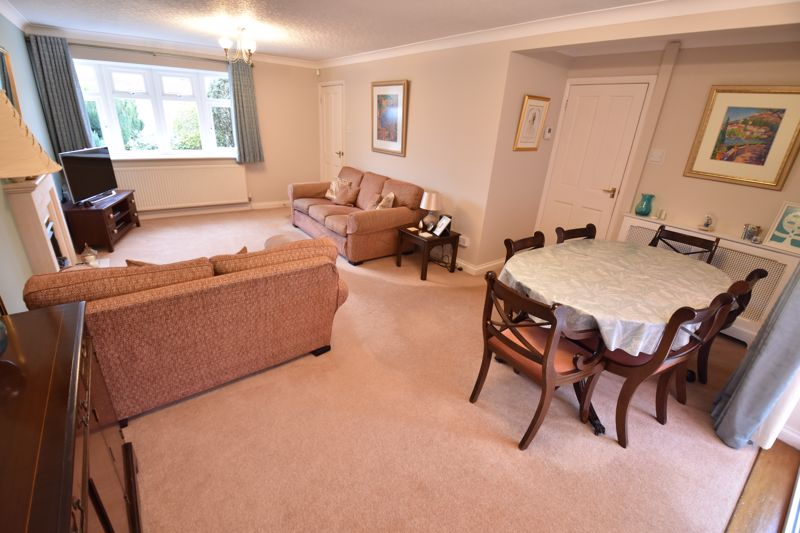 4 bedroom Detached  to buy in Boxgrove Close, Luton - Photo 3