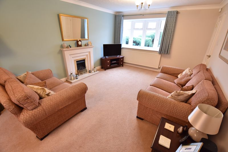4 bedroom Detached  to buy in Boxgrove Close, Luton - Photo 4