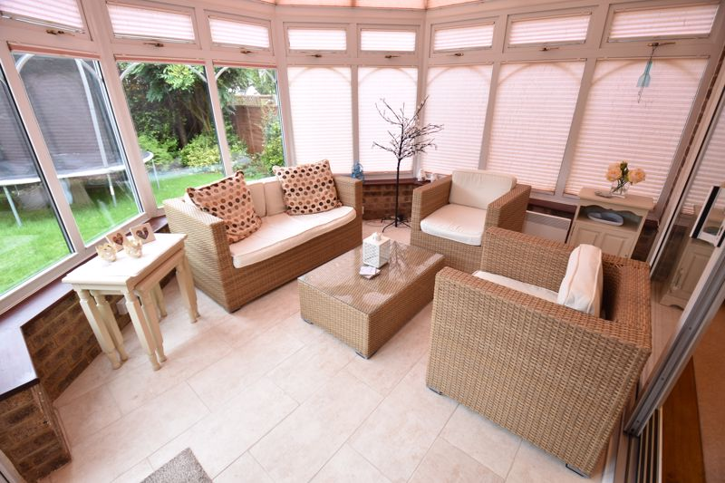 4 bedroom Detached  to buy in Boxgrove Close, Luton - Photo 5