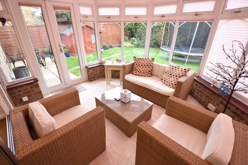4 bedroom Detached  to buy in Boxgrove Close, Luton - Photo 6