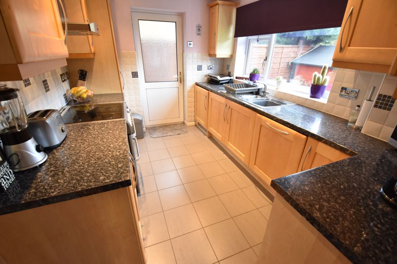 4 bedroom Detached  to buy in Boxgrove Close, Luton - Photo 7