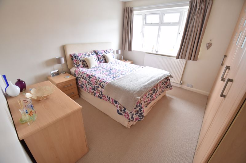 4 bedroom Detached  to buy in Boxgrove Close, Luton - Photo 9