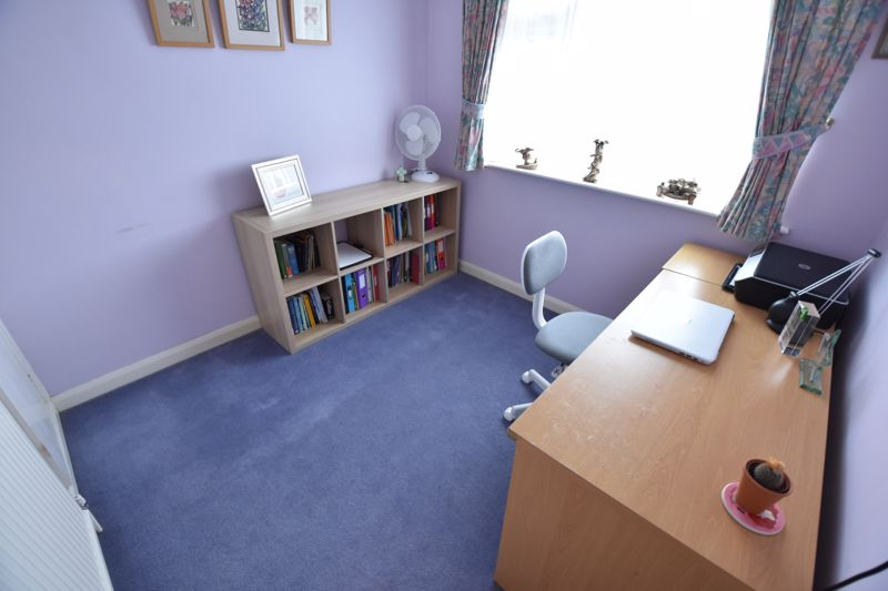 4 bedroom Detached  to buy in Boxgrove Close, Luton - Photo 12