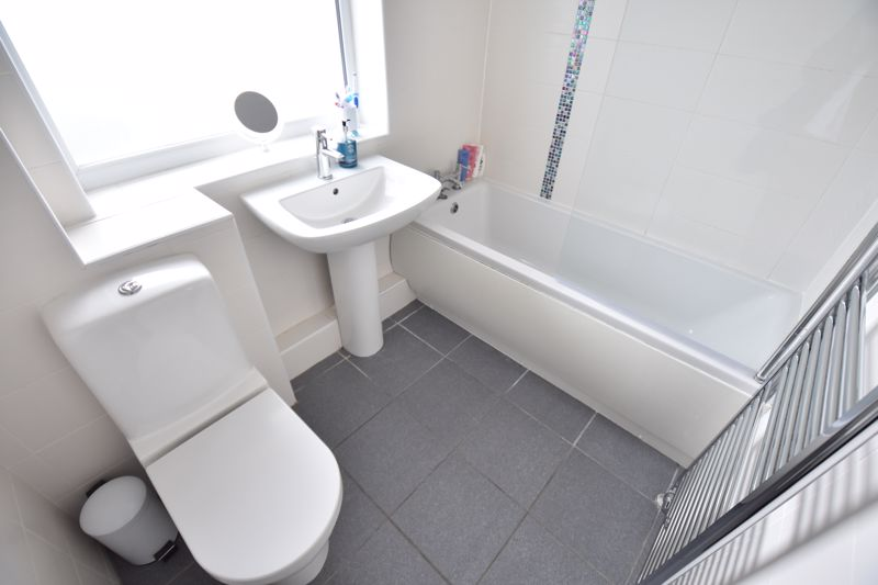 4 bedroom Detached  to buy in Boxgrove Close, Luton - Photo 13
