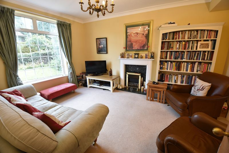 4 bedroom  to buy in Ludlow Avenue, Luton - Photo 2