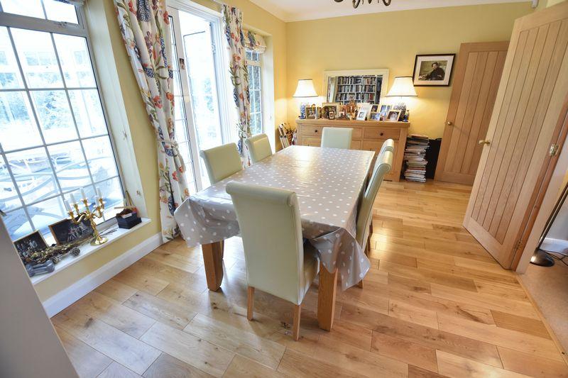 4 bedroom  to buy in Ludlow Avenue, Luton - Photo 3