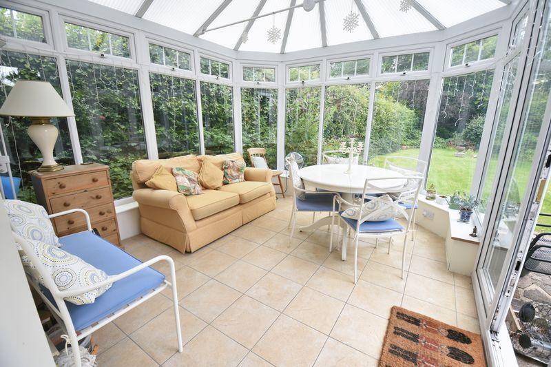 4 bedroom  to buy in Ludlow Avenue, Luton - Photo 5