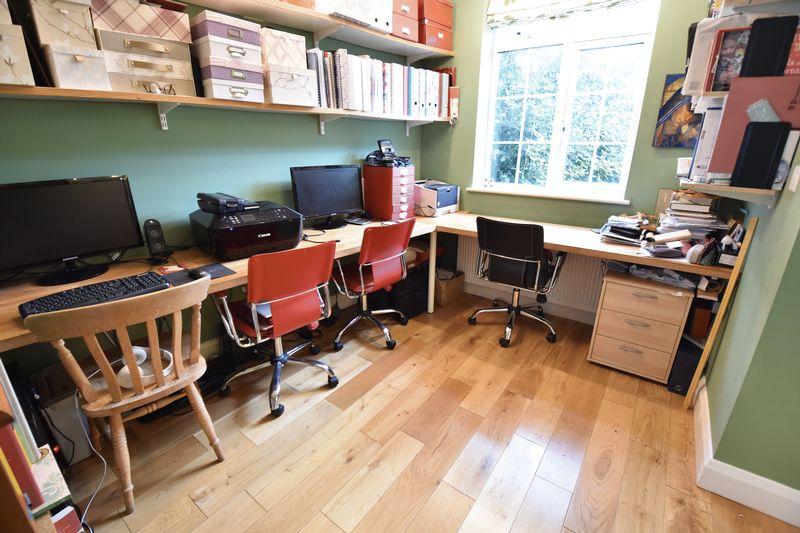 4 bedroom  to buy in Ludlow Avenue, Luton - Photo 6