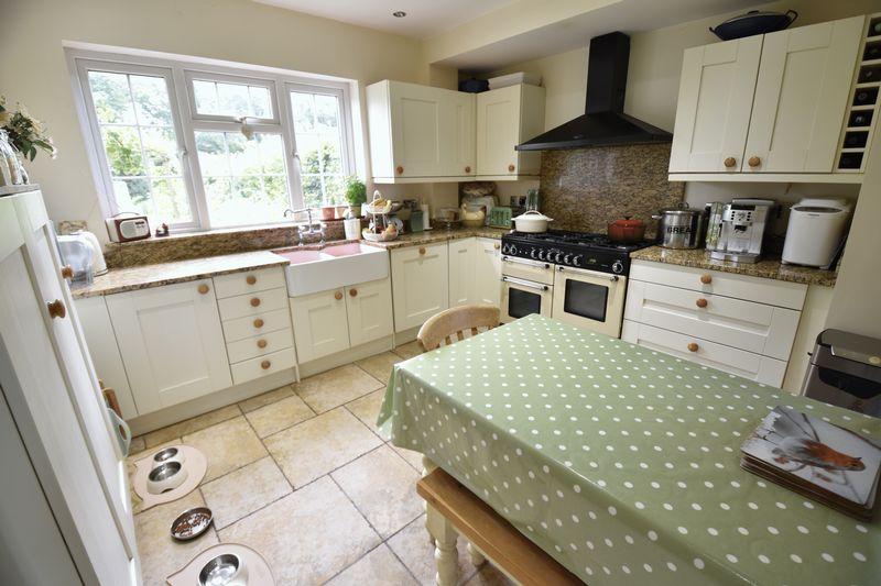 4 bedroom  to buy in Ludlow Avenue, Luton - Photo 9