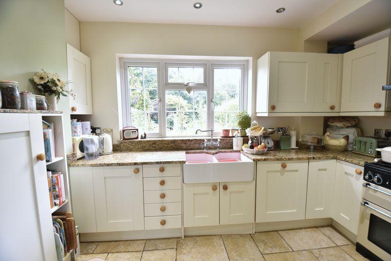 4 bedroom  to buy in Ludlow Avenue, Luton - Photo 10