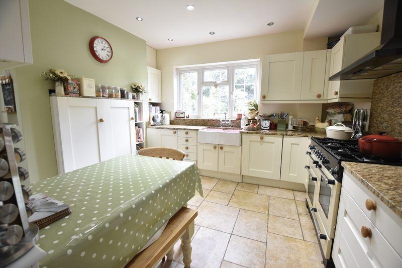 4 bedroom  to buy in Ludlow Avenue, Luton - Photo 11