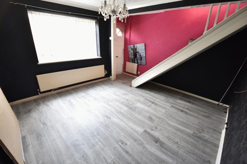 2 bedroom Mid Terrace to buy in Fareham Way, Dunstable - Photo 2
