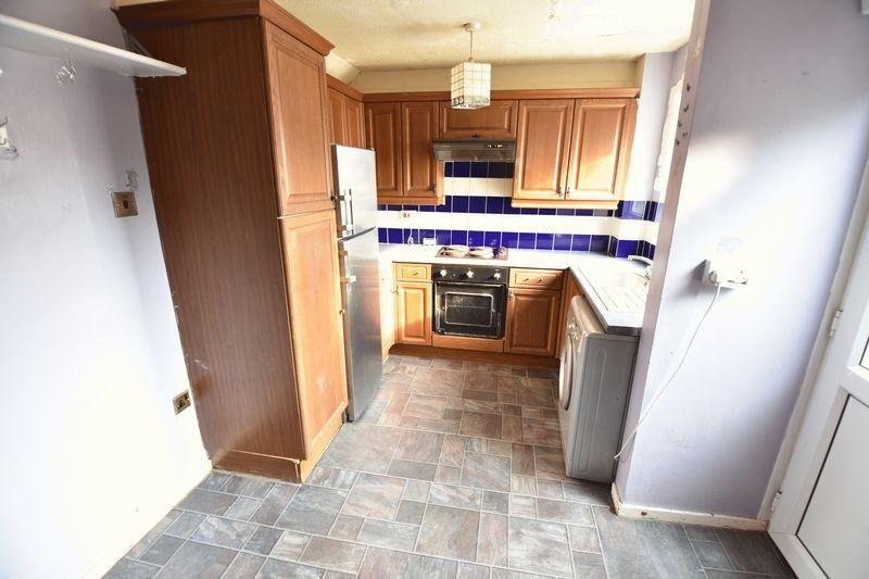 2 bedroom Mid Terrace to buy in Fareham Way, Dunstable - Photo 4