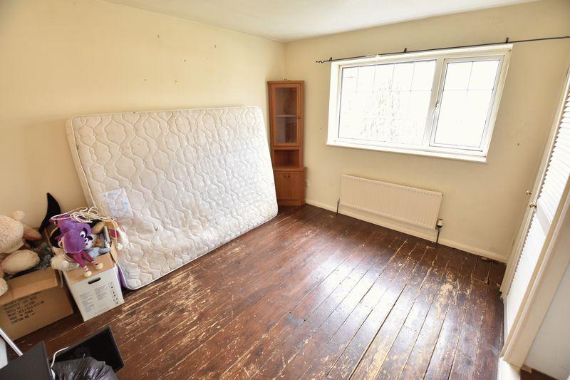 2 bedroom Mid Terrace to buy in Fareham Way, Dunstable - Photo 5