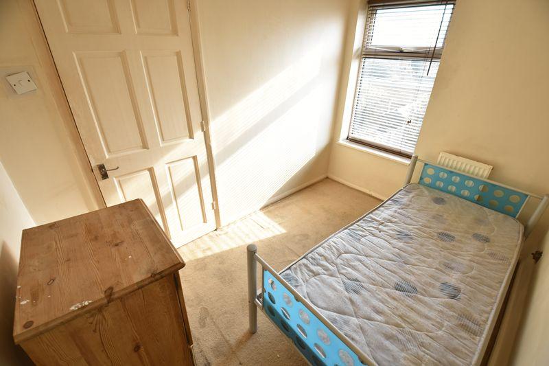 2 bedroom Mid Terrace to buy in Fareham Way, Dunstable - Photo 6