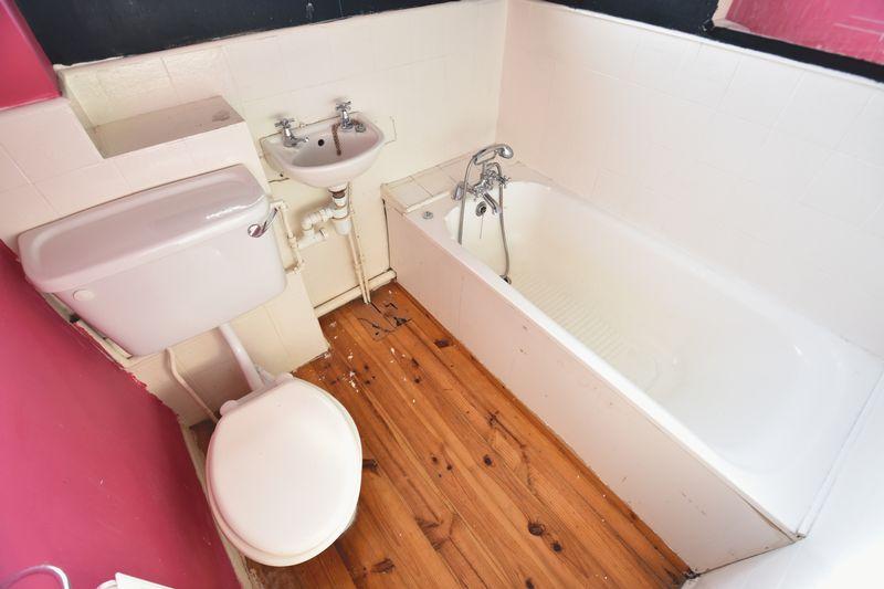 2 bedroom Mid Terrace to buy in Fareham Way, Dunstable - Photo 7