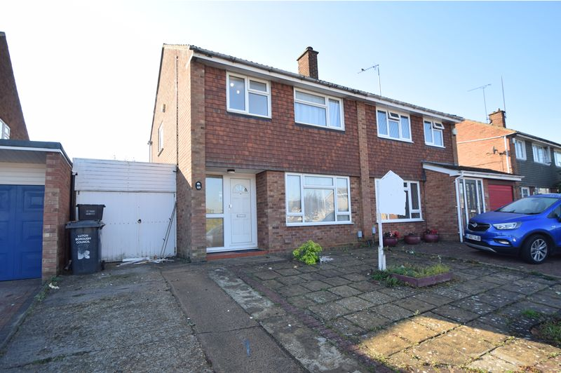 3 bedroom Semi-Detached  to rent in Holgate Drive, Luton - Photo 16