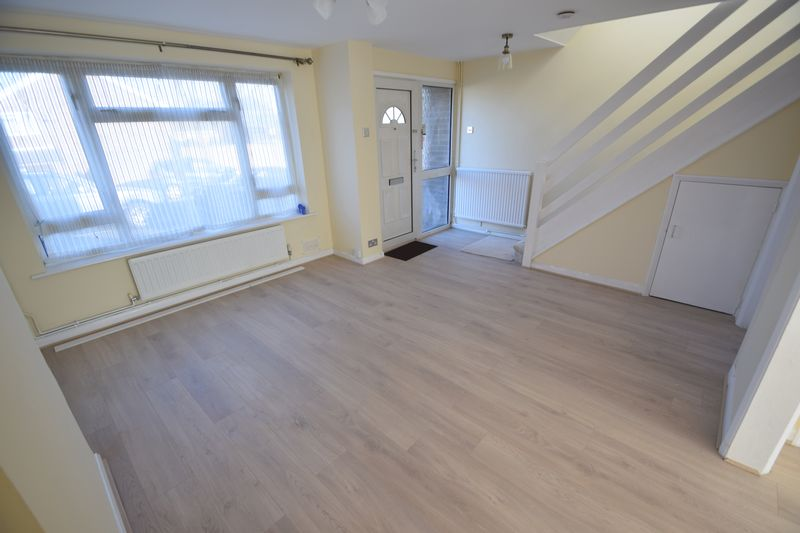 3 bedroom Semi-Detached  to rent in Holgate Drive, Luton - Photo 4