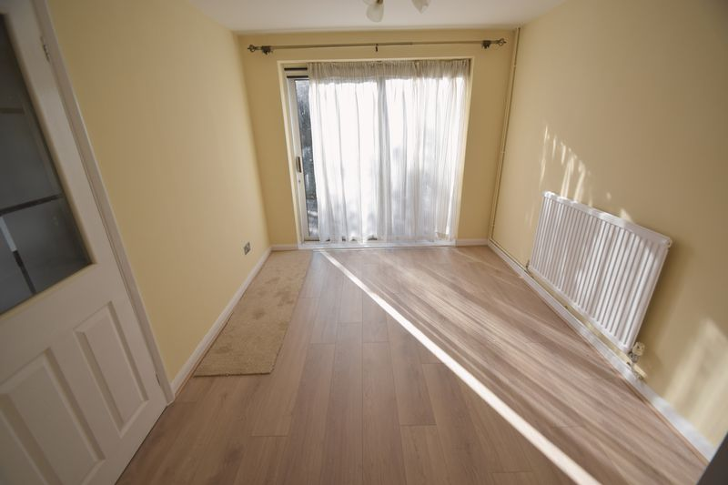 3 bedroom Semi-Detached  to rent in Holgate Drive, Luton - Photo 5