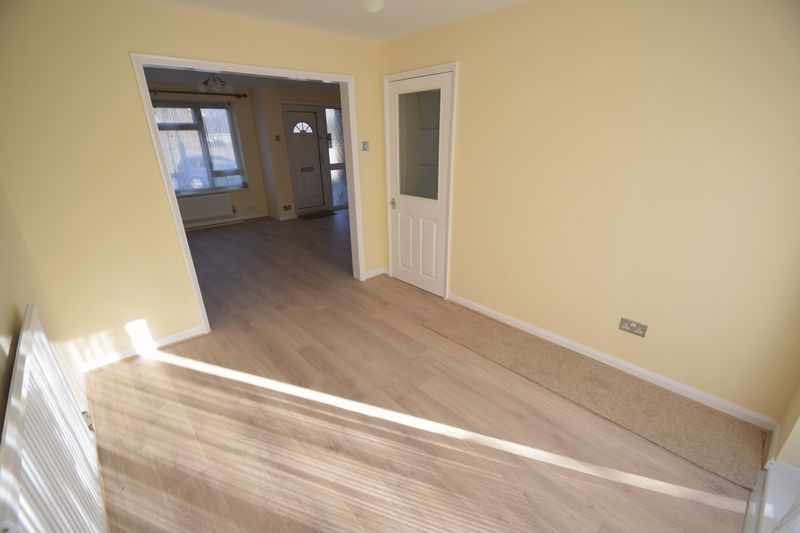 3 bedroom Semi-Detached  to rent in Holgate Drive, Luton - Photo 6