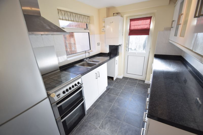 3 bedroom Semi-Detached  to rent in Holgate Drive, Luton - Photo 7
