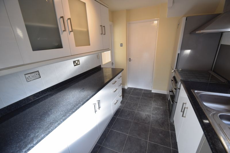 3 bedroom Semi-Detached  to rent in Holgate Drive, Luton - Photo 9