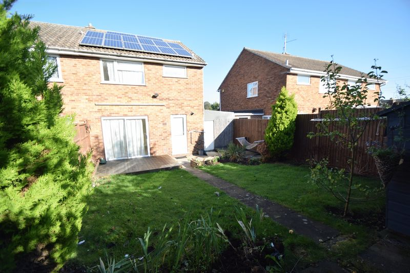 3 bedroom Semi-Detached  to rent in Holgate Drive, Luton - Photo 11