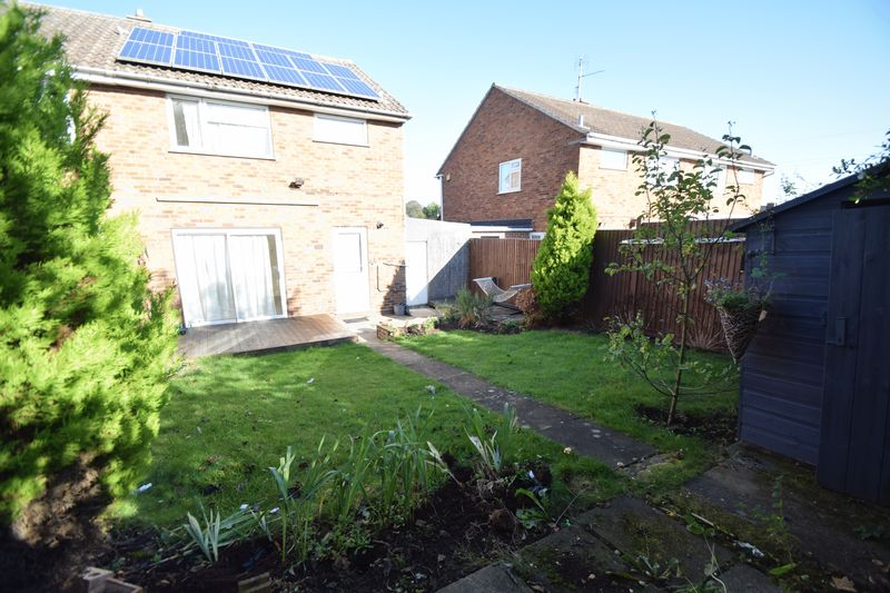 3 bedroom Semi-Detached  to rent in Holgate Drive, Luton - Photo 12