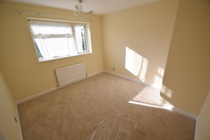 3 bedroom Semi-Detached  to rent in Holgate Drive, Luton - Photo 14