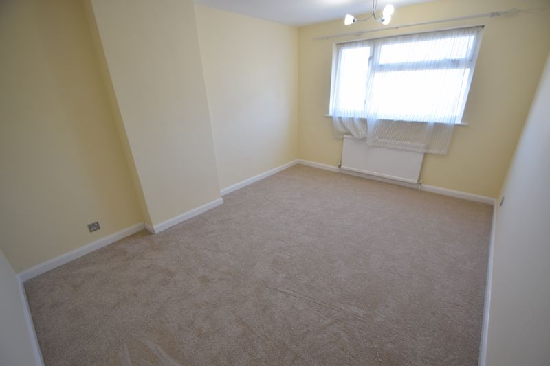 3 bedroom Semi-Detached  to rent in Holgate Drive, Luton - Photo 15