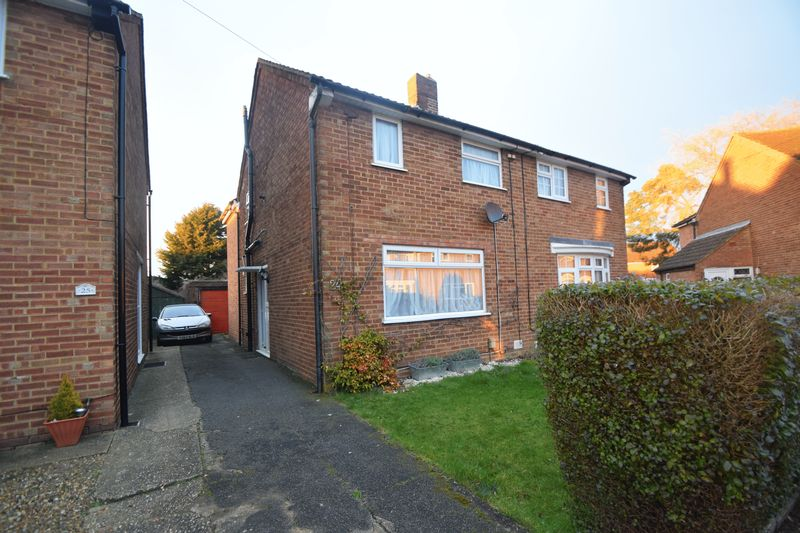 3 bedroom Semi-Detached  to rent in Eastfield Close, Luton